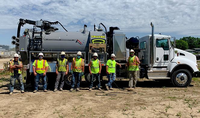 TRUVAC HXX Prodigy NE working crew posing in front of equipment